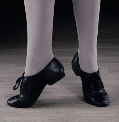 pantofi dansatoare specifici pentru anumite dansuri